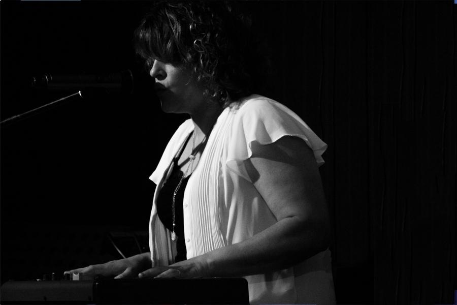 photo Fernanda Petit avec piano