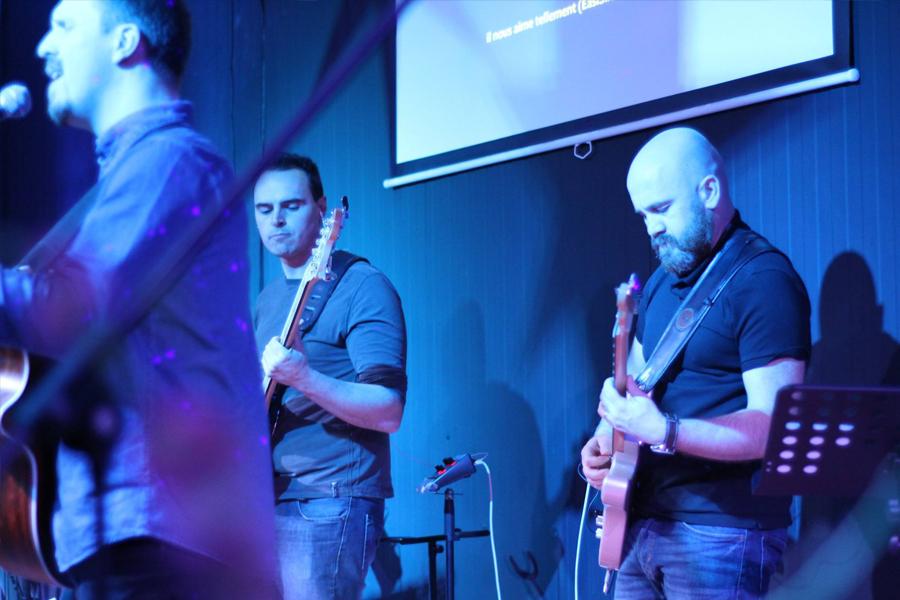 louange samuel et guitariste église